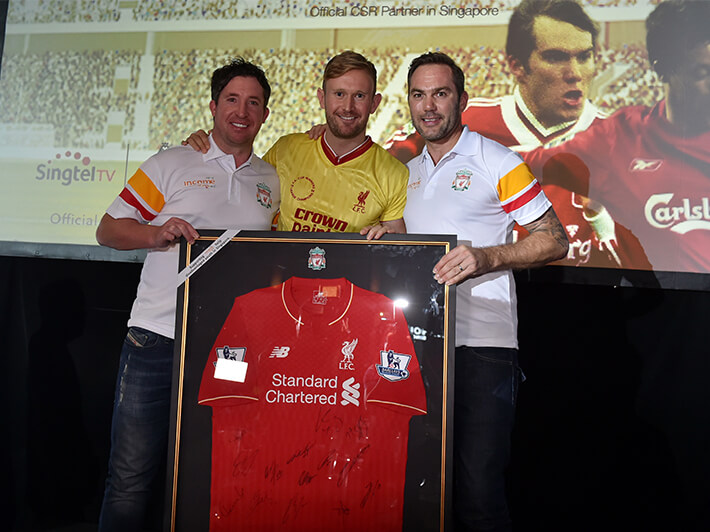 Robbie Fowler and Jason McAteer giving a prize